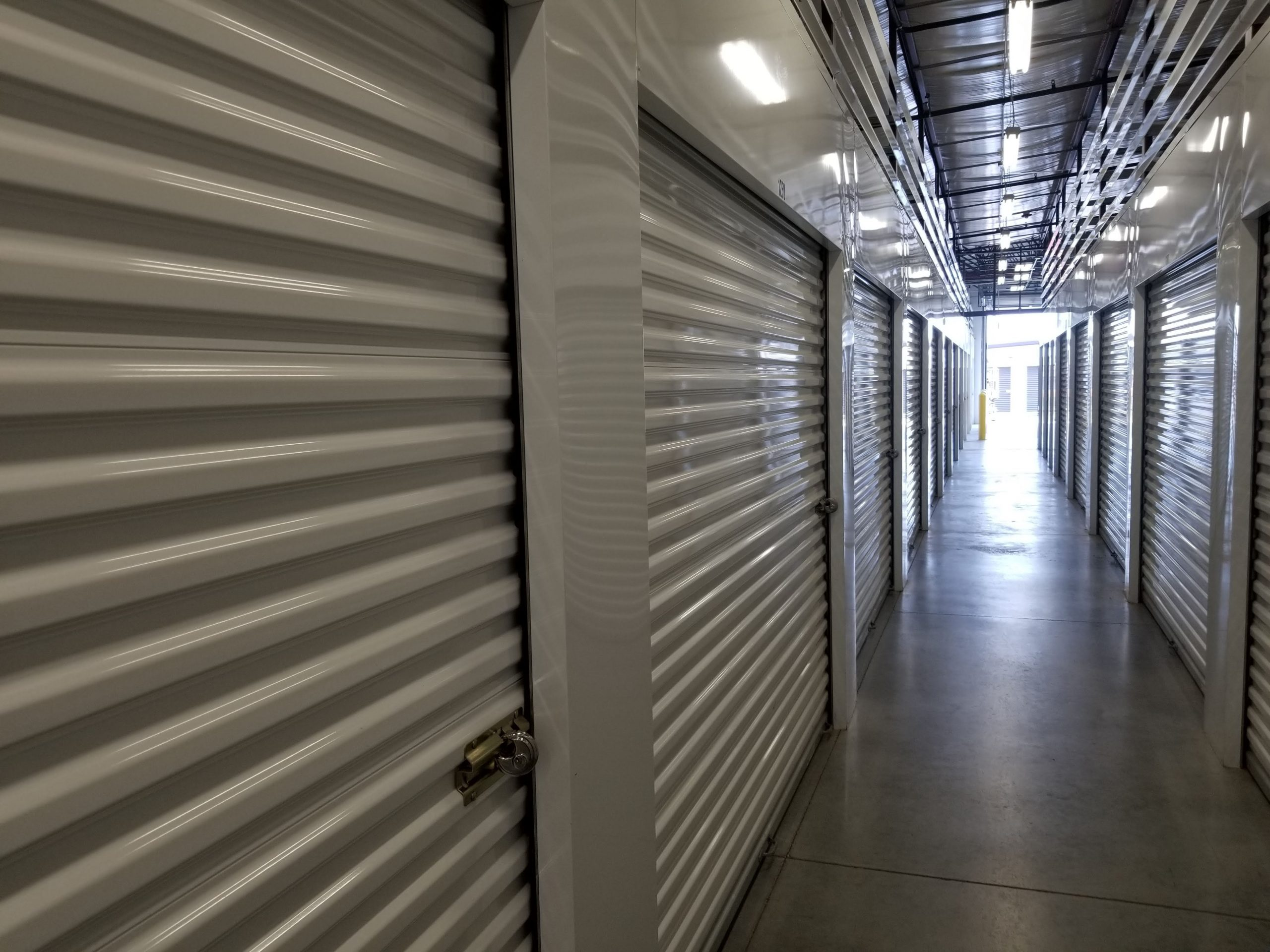 4 CHARACTERISTICS OF HIGH QUALITY COMMERCIAL GARAGE DOORS